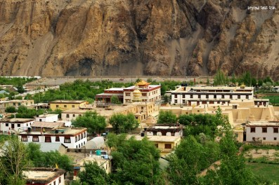 the town of Tabo. spread out across half a km, it is home to a 1,100 year old monastery. looks like an ancient mediterranean city on the inside. unfortunately, have no photos of it because we may have lost them