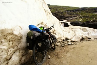Rohtang la. the climb was hard. not because of the elevation gain but incessant traffic which made us pull over every time a car or truck passed us. clearly, on the road, cyclists are plankton, the lowest in the food chain