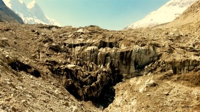 another shot of Goumukh, apparently named that because it looked like a cow's face. but the guy who did it must be pissed off now because this glacier has melted fast, thanks hugely to our excesses, and it now looks Babe's