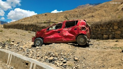 yet another sorry end to an adventure. just like Uttarakhand, mangled remains of cars dotted Spiti too. This guy must have had a scary story to tell, but his car's instead getting all the eye balls and attention