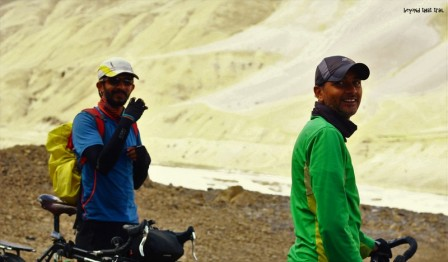 """after a day's break in Kaza, we were itching to get on the saddle again. the village of Hikkim at 4,400 mts, claimed to have the """"highest post office in the world"""". and so, we decided it was worth the 40 kms effort. on the way to Hikkim from Kaza"""