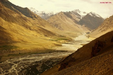 ...and the other side, towards Kunzum la pass